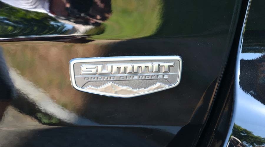 Grand Cherokee Summit Platinum a noleggio con conducente